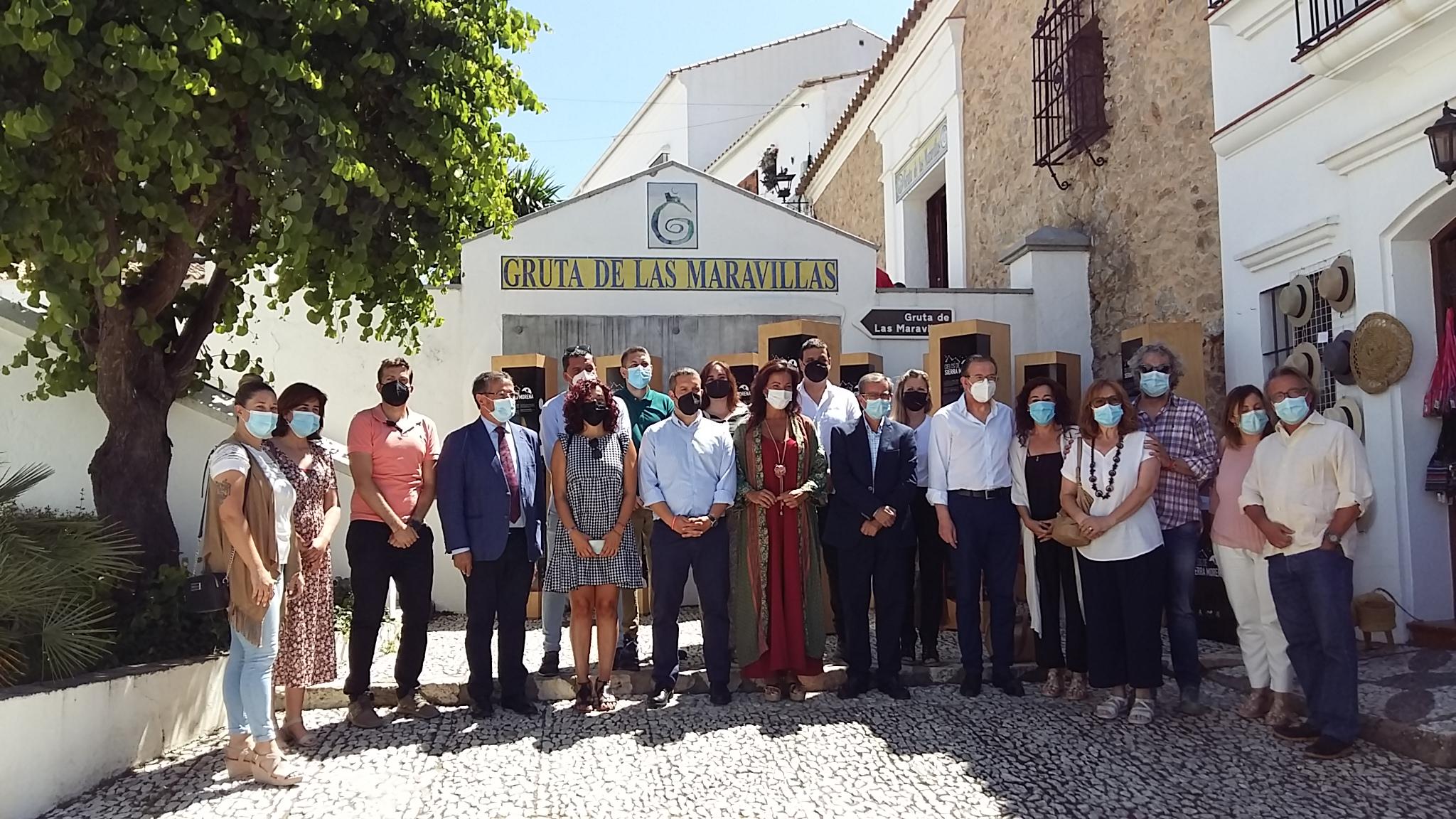 """Presentación del Proyecto """"Cielos de Sierra Morena"""" en el entorno de la Gruta de las Maravillas."""